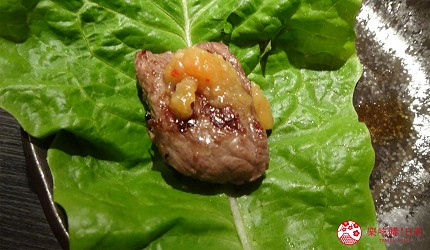 大阪心齋橋燒肉推薦必吃「黑毛和牛燒肉一」的燒肉與生菜