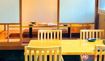 大阪難波海鮮大餐店家推薦「知床漁場 道頓堀店」的店內餐桌座位