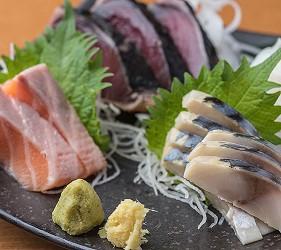 大阪難波道頓堀串燒串炸生魚片店家推薦「三代目 鳥メロ」的料理