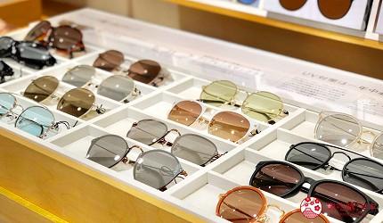 日本大阪難波車站內的「ekimo」的「J!NS」眼鏡店的各種眼鏡