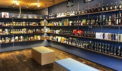 京都威士忌名酒店家推荐「酒的美术馆 Premium Shop 清水寺店」的店内环境