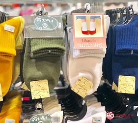 日本大阪難波車站內的「ekimo」的日系襪子店「tutu anna」販售的微高筒襪子
