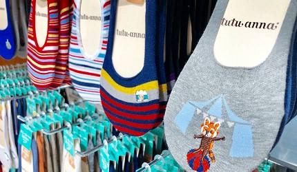 日本大阪難波車站內的「ekimo」的日系襪子店「tutu anna」販售的動物圖紋的短襪