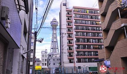 大阪住宿推薦平價民宿風旅館「Hotel金魚」門口可看見通天閣
