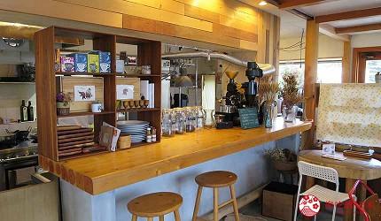 搭乘井原線到岡山牛仔褲故鄉「井原市」的素食咖啡廳「にじのはし」的店內環境