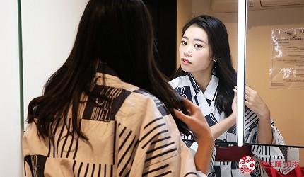 京都七條住宿推薦「HOTEL GLAD ONE 京都七條」的一樓私人湯屋提供鏡子與備品