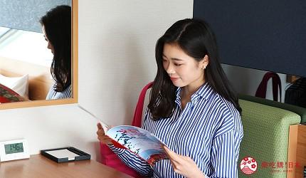 京都七條住宿推薦「HOTEL GLAD ONE 京都七條」的房間附有小桌