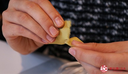 京都七條住宿推薦「HOTEL GLAD ONE 京都七條」提供的手撕和紙拼貼課程手撕和紙得到毛邊效果