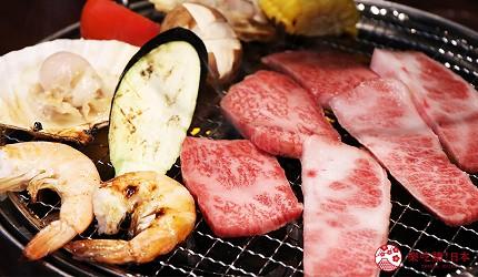 大阪推薦必吃的和牛燒肉店「黒べこ屋 裏難波店」的「極上和牛吃到飽」套餐的五花肉多汁