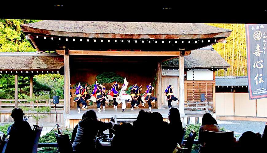 神戶近郊頂級黑毛和牛鐵板燒推薦「三田屋本店安逸之鄉」的沖繩「エイサー」(Esai)表演