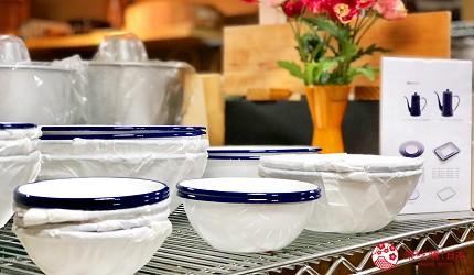 日本京都推薦廚房用品店「KOTANI」(コタニ金物)販售的月兔珐瑯餐具的餐盤