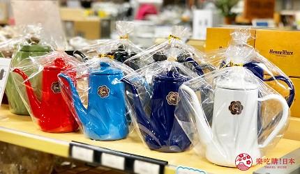 日本京都推薦廚房用品店「KOTANI」(コタニ金物)販售的月兔珐瑯餐具的手沖壺