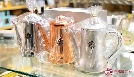 日本京都推薦廚房用品店「KOTANI」(コタニ金物)販售的月兔印金屬色茶壺