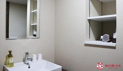 京都的西陣地區一間以江戶時代為主題,從裝潢到設備都花心思放入懷舊元素,帶住客穿越時空,回到時代劇中常見的日本古代盛世的特色旅宿——「長屋STAY京都西陣路地」內的每間客房都有獨立衛浴設備