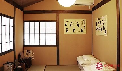 京都的西陣地區一間以江戶時代為主題,從裝潢到設備都花心思放入懷舊元素,帶住客穿越時空,回到時代劇中常見的日本古代盛世的特色旅宿——「長屋STAY京都西陣路地」內的特色房間髮結之間內擺滿了許多江戶時代與頭髮相關的用品