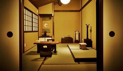 京都的西陣地區一間以江戶時代為主題,從裝潢到設備都花心思放入懷舊元素,帶住客穿越時空,回到時代劇中常見的日本古代盛世的特色旅宿——「長屋STAY京都西陣路地」內的特色房間長唄之間空間寬闊偌大
