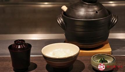 神户三宫A5和牛推荐「神戸牛ステーキ桜」的现煮土锅饭与味噌汤、小菜