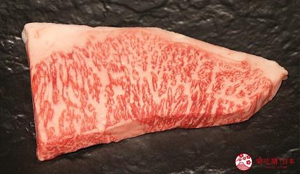 神户三宫A5和牛推荐「神戸牛ステーキ桜」的和牛肉片油脂分布均匀