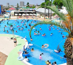 大阪推薦親子遊樂園「枚方公園」的夏天玩水