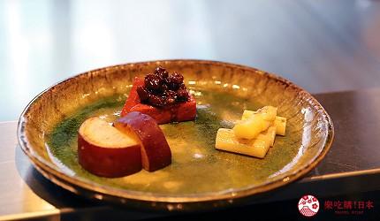 神戶米其林一星鐵板燒餐廳「雪月花 離れ」的蔬菜盤有白蘆筍、紅蒟蒻、薩摩芋