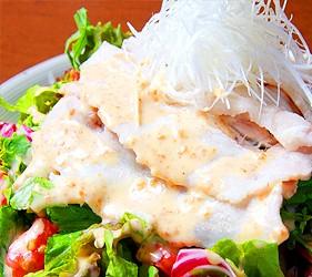 大阪心齋橋的超值居酒屋「きんいち花鳥風月」的芝麻醬豬肉沙拉