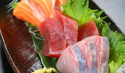 大阪心齋橋的超值居酒屋「きんいち花鳥風月」的三種生魚片拼盤
