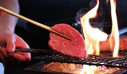 神戶三宮和牛推薦「寅松の肉たらし」的神戶牛使用炭烤方式,更香