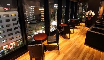 神戶米其林一星鐵板燒餐廳「雪月花 離れ」位處於神戶三宮的高樓頂樓,善用地利設有可賞夜景的窗邊席