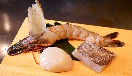 神戶和牛推薦名店「神戶牛排 Ishida.」的午餐限定套餐「特選神戶牛套餐」的紅腳鮮蝦、帆立扇貝、季節鮮魚