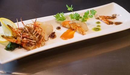 神戶和牛推薦名店「神戶牛排 Ishida.」的「特選 A5 神戶牛套餐」的前菜拼盤「鮮蝦海鮮」