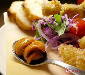 大阪天神橋筋商圈必吃推薦「串炸酒場」的濃厚海膽醬佐串炸拼盤的海膽