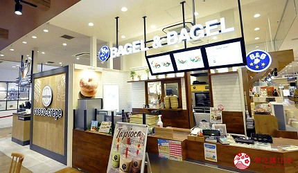 兵库姬路推荐购物商场「piole HIMEJI」的店家「BAGEL&BAGEL」店门口
