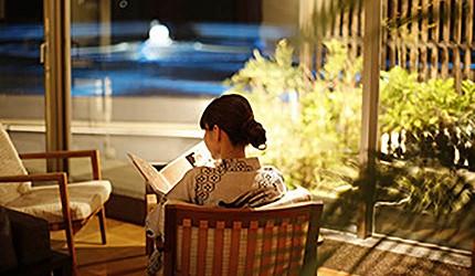 城崎日和山溫泉旅館「金波樓」的渚之館時じく的客廳休息區可以讀書喝咖啡