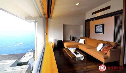 城崎日和山溫泉旅館「金波樓」的「渚之館時じく」的套房小客廳