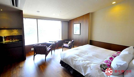 城崎日和山溫泉旅館「金波樓」的「渚之館時じく」的蜜月雙人房看出去的海景