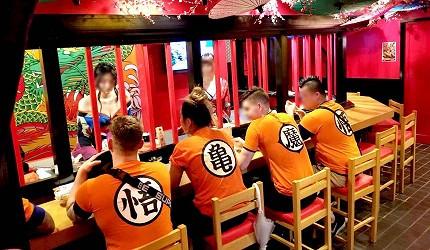 大阪心斋桥花魁酒吧「OIRAN de ENJOU 炎城」穿着七龙珠服装的外国人客人与店员