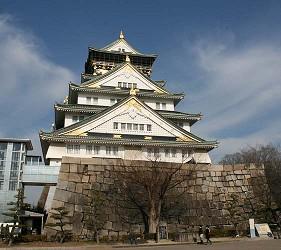 前往大阪市心斋桥可直达的超好逛「MITSUI OUTLET PARK 大阪鹤见」,从大阪城搭乘地下铁只要15分钟