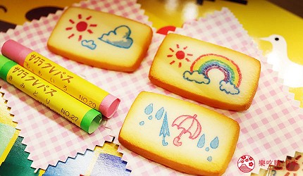 大阪自由行必经的JR大阪车站中央出口附近开设的关西限定手信伴手礼专门店兼7-11便利店「Entrée Marché」内有售的畅销产品SAKURA CRAY-PAS蜡笔饼干的表面上有着像是蜡笔彩绘的图案