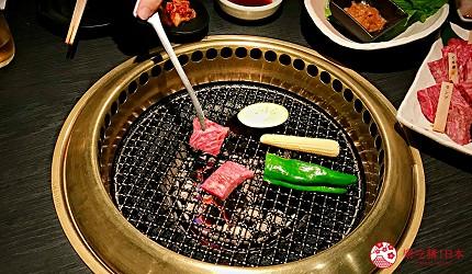 大阪心齋橋頂級和牛燒肉「黑毛和牛燒肉一」的無煙燒烤盤