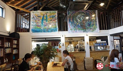 巷弄裡的文青咖啡館充滿咖啡香與書香