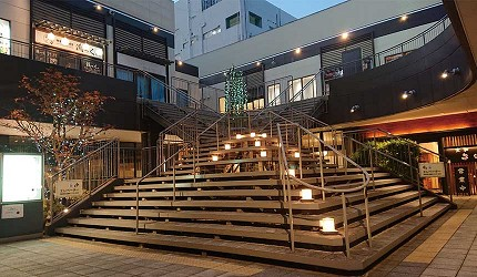 奈良用餐推荐近铁奈良站1分钟「NALALA 美食天地」的中央广场