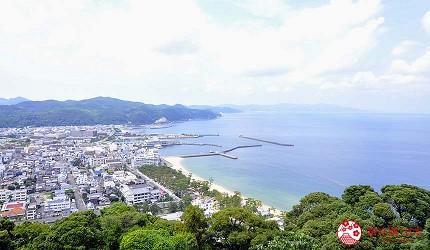 关西自由行「淡路岛」环岛一日游行程推荐景点「洲本城迹」看得到「大滨海水浴场」