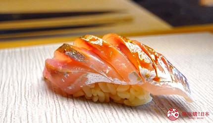 大阪心齋橋推薦高級壽司店「寿司割烹 いぶき」的「季節逸品嚴選頂級套餐」(季節の逸品料理を織り交ぜて おまかせ握りコース)的竹筴魚壽司