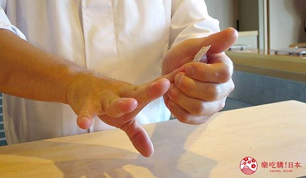 大阪心齋橋推薦高級壽司店「寿司割烹 いぶき」的壽司師傅握壽司中