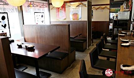 大阪难波必吃串炸名店「新世界串炸 ITTOKU」的一楼店内环境