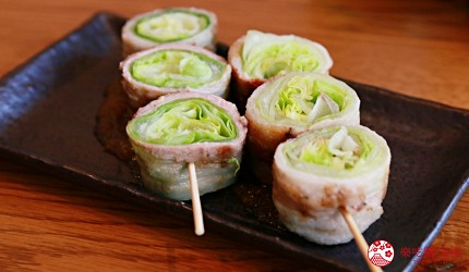 京都乌丸串烧居酒屋推荐「丸庄商店」的莴苣猪肉卷