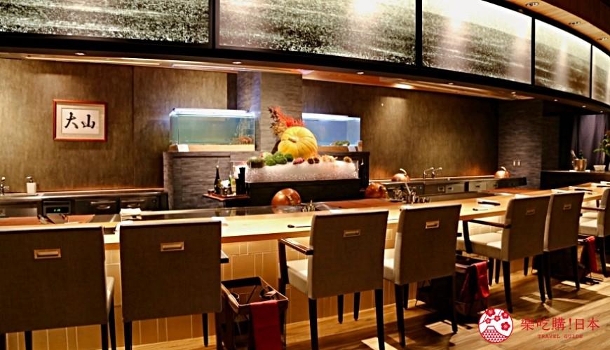 大阪心斋桥和牛铁板烧店「鸟取和牛 大山不二家」的店内吧台座位