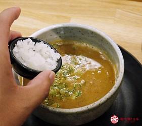 大阪心齋橋必吃沾麵「麺匠たか松」的沾麵加入洋蔥丁