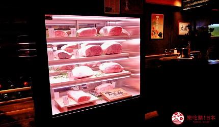 大阪心斋桥和牛铁板烧店「鸟取和牛 大山不二家」的冰柜