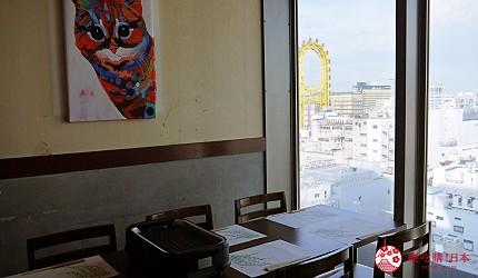 大阪难波牛海鲜吃到饱推荐「牛一筋」的店内靠窗座位